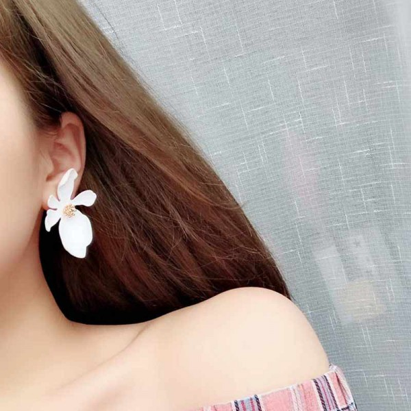 Daisy Ear Ring (White)